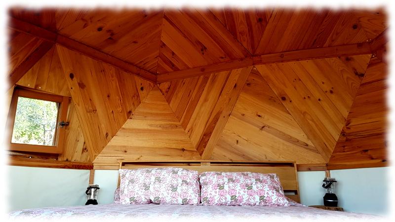 Dome-interieur-lit-fenetre-ouest
