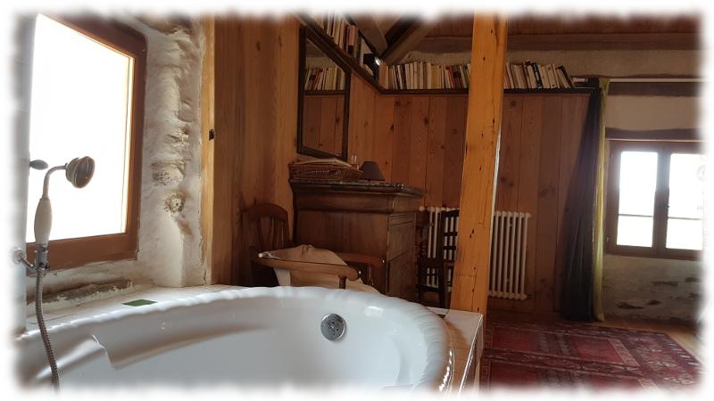 est-cevennes-baignoire-charpente