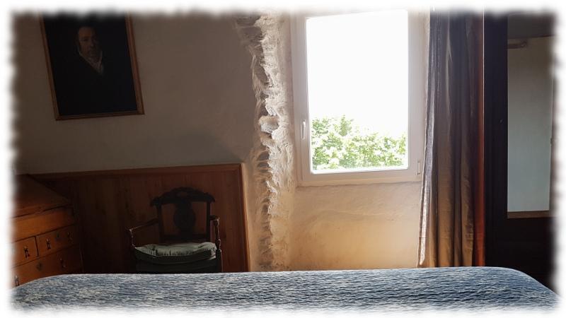 ssud-grand-lit-fenetre sur les cevennes